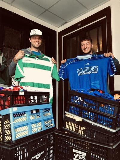 Simon von Football Helps und Maurive von Trikot für die Welt